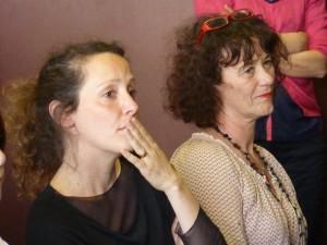 Estelle Savasta et Pascale Grillandini (Postures) découvrent le travail des élèves